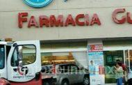 ENTRA A FARMACIAS GUADALAJARA CON TODO Y VEHÍCULO.