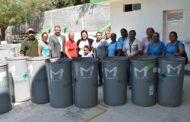 Realizan segunda entrega de tambos para almacenar agua