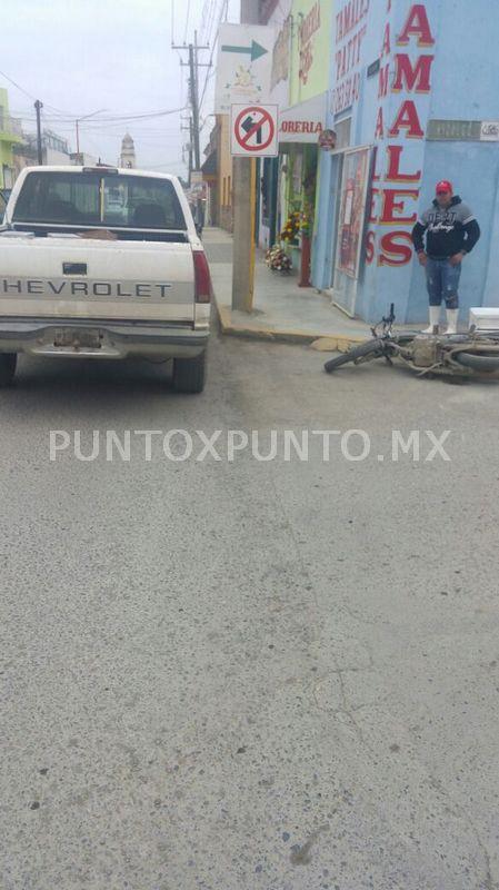 CHOQUE ENTRE CAMIONETA Y MOTOCICLETA, EN CENTRO DE MONTEMORELOS.