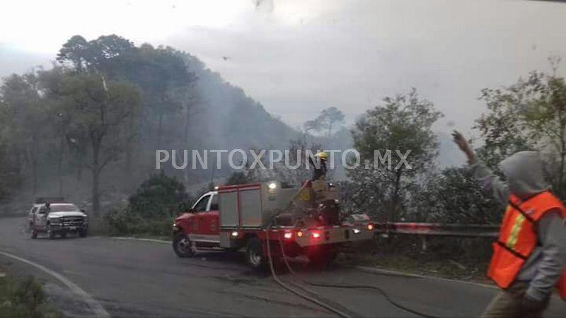 CONTINÚAN COMBATIENDO EL INCENDIO EN SIERRA DE SANTIAGO.