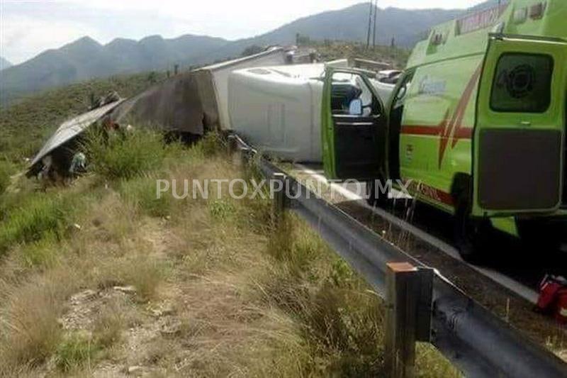 CHOQUE Y VOLCADURA DE TRAILER EN CARRETERA LINARES GALEANA.