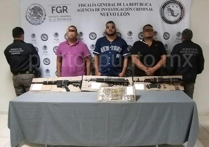 DETIENE LA FGR A DOS EX POLICÍAS DE MMORELOS Y UN HABITANTE DE TERÁN CON ARMAS LARGAS EN MTY, LES ASEGURAN UN TAXI.