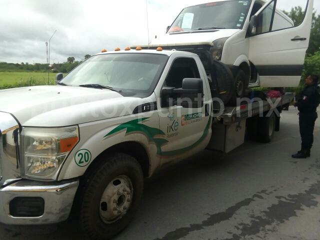 POLICÍAS DE HUALAHUISES DETIENEN A TRES POLLEROS Y RETIENEN A 28 INDOCUMENTADAS.